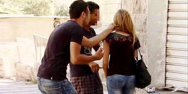 agees rencontre femmes rencontre algérienne  Laura a 40 ans et Antoine 25 ans.
